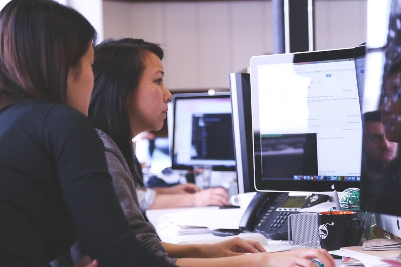 working-woman-technology-computer-7374 (2)